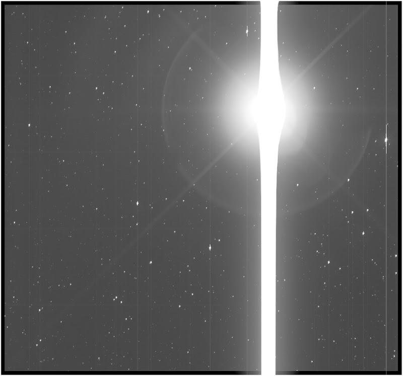 Trái Đất là một đường lóe sáng lớn trong ảnh chụp từ Kính Viễn vọng Không gian Kepler của NASA vào ngày 10 tháng 12 năm 2017. Trái Đất trở nên quá sáng như vậy là do độ nhạy trong thiết bị đo quang học của Kepler, nó được thiết kế để phát hiện sự lệch sáng dù chỉ là rất nhỏ từ những ngôi sao ở rất xa, mục đích để tìm kiếm sự đi qua của các hành tinh ở phía trước ngôi sao và xác định ngoại hành tinh. Hình ảnh: NASA/Kepler Team.