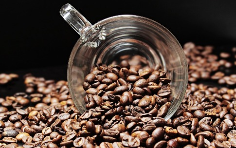 pixabay.com/en/coffee-beans-coffee-cup-cup-coffee-2258839