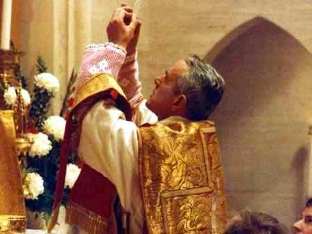 TradCatKnight: SSPX RESISTANCE Bishop Williamson to consecrate bishops!