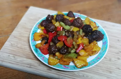 Rindfleischbällchen mit Paprika; chinesisch kochen