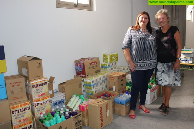 La asociación SOS La Palma colabora con los Servicios Sociales municipales con una nueva donación de productos