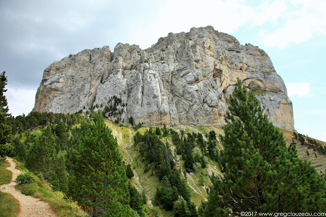 Le Mont Aiguille dans sa face la plus accessible, Vercors, France