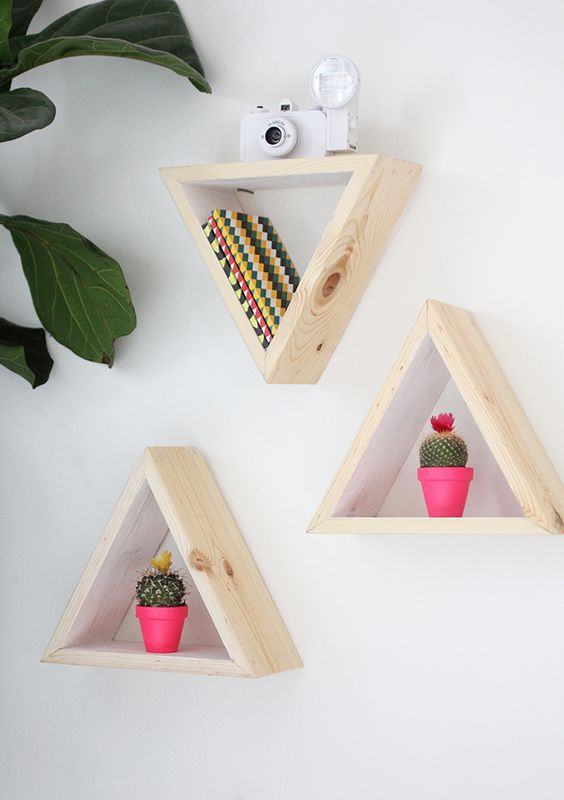 Estanterías diy con madera para dar vida tus paredes