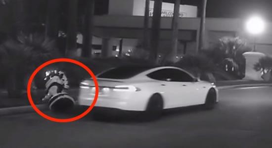 Robô autônomo é atropelado e por carro sem motorista da Tesla