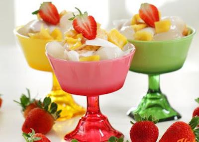 gambar minuman dingin es teler  dengan campuran buah-buahan