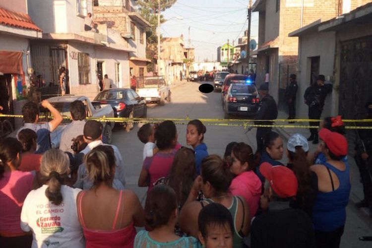 Ejecutan a cuatro hombres a bordo de una camioneta Lincoln en Irapuato, Guanajuato