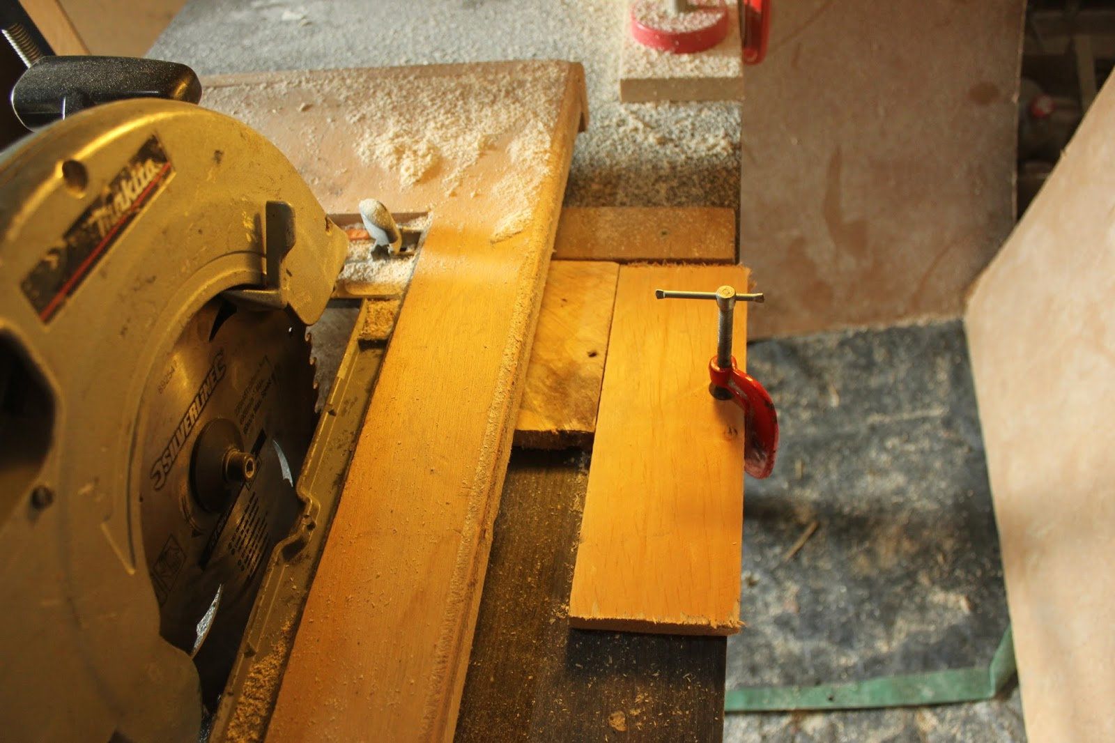 Saw stop design for crosscut saw table