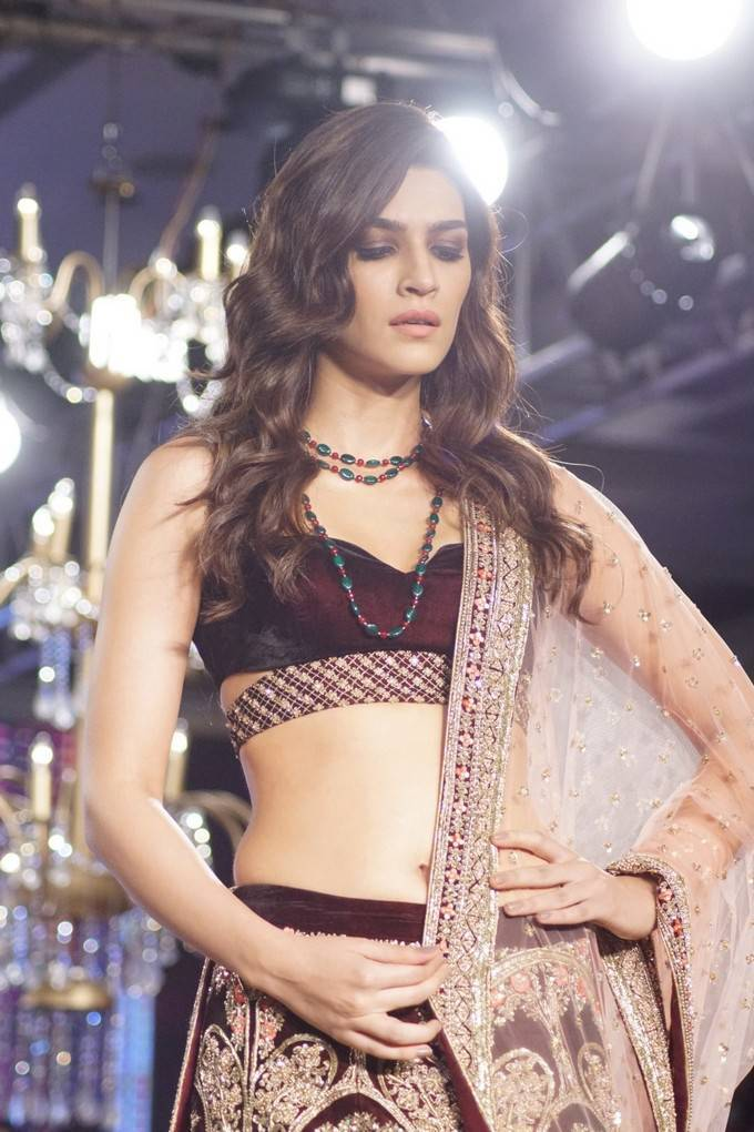 Kriti Sanon At Bombay Times Fashion Week 2017 Stills