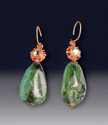 La joyería del Imperio Otomano Pendientes.+Esmeralda+144+y+152+quilates%252C+diamantes%252C+oro