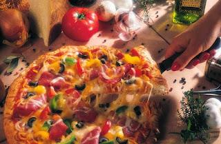 نتيجة بحث الصور عن صنع البيتزا في البيت