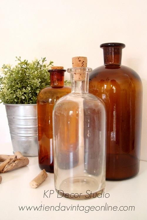 Comprar botellas antiguas para decorar color ámbar. tienda de decoración vintage en Valencia