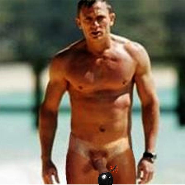 Daniel Craig Nude Photo 98