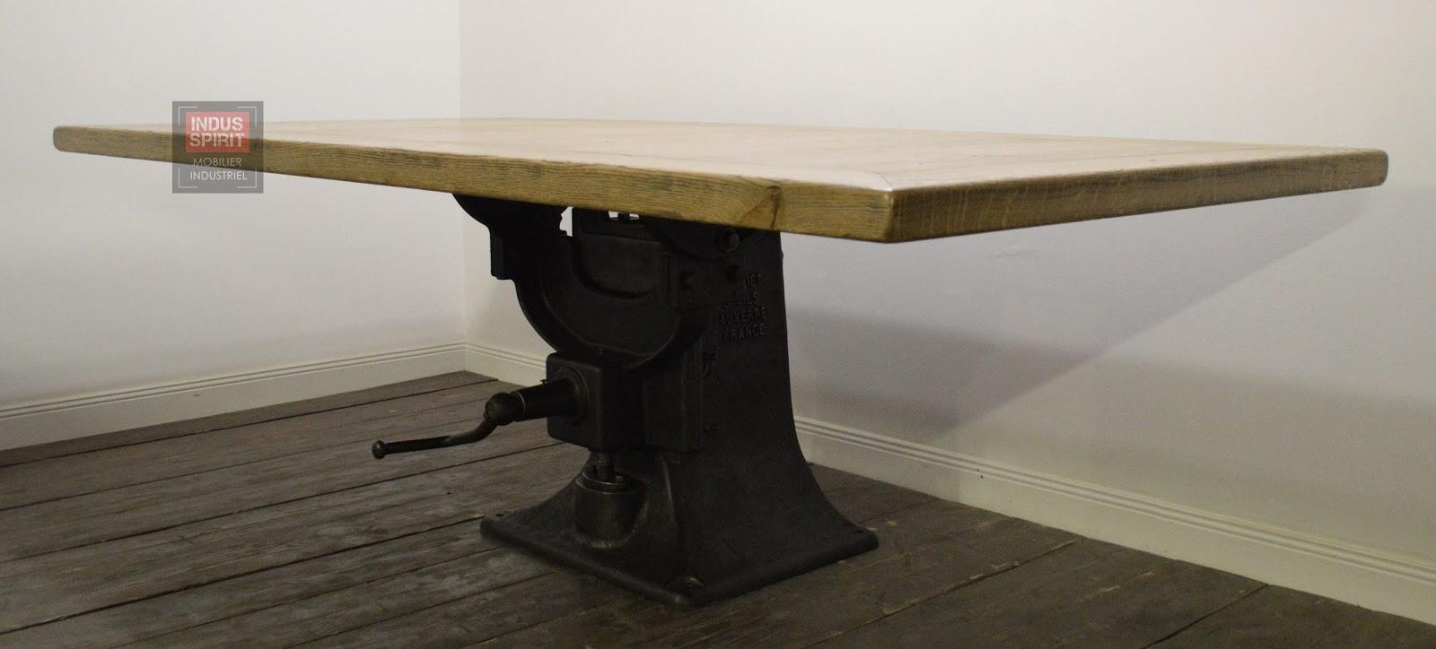 table industrielle bois et m tal. Black Bedroom Furniture Sets. Home Design Ideas