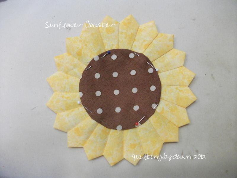 quiltingbydawn dresden sunflower coaster tutorial. Black Bedroom Furniture Sets. Home Design Ideas