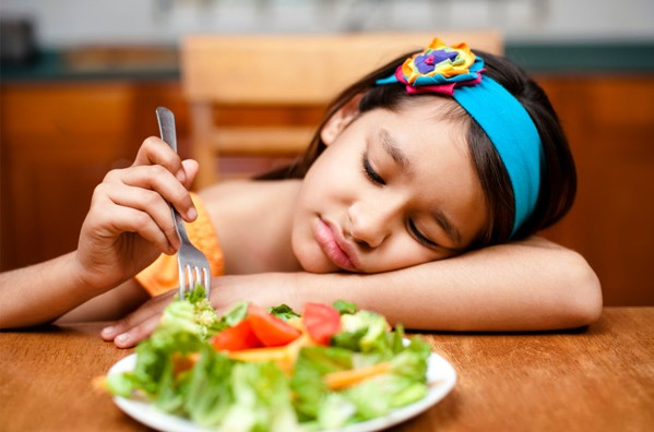 5 Cara Mengatasi Anak Susah Makan yang Efektif