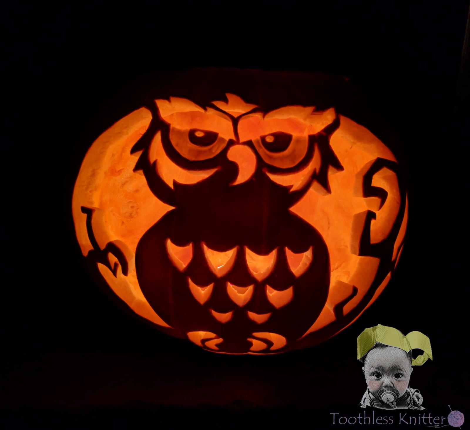 Halloween Pumpkin Carving - an Owl / Dynia z Wyciętą Sową