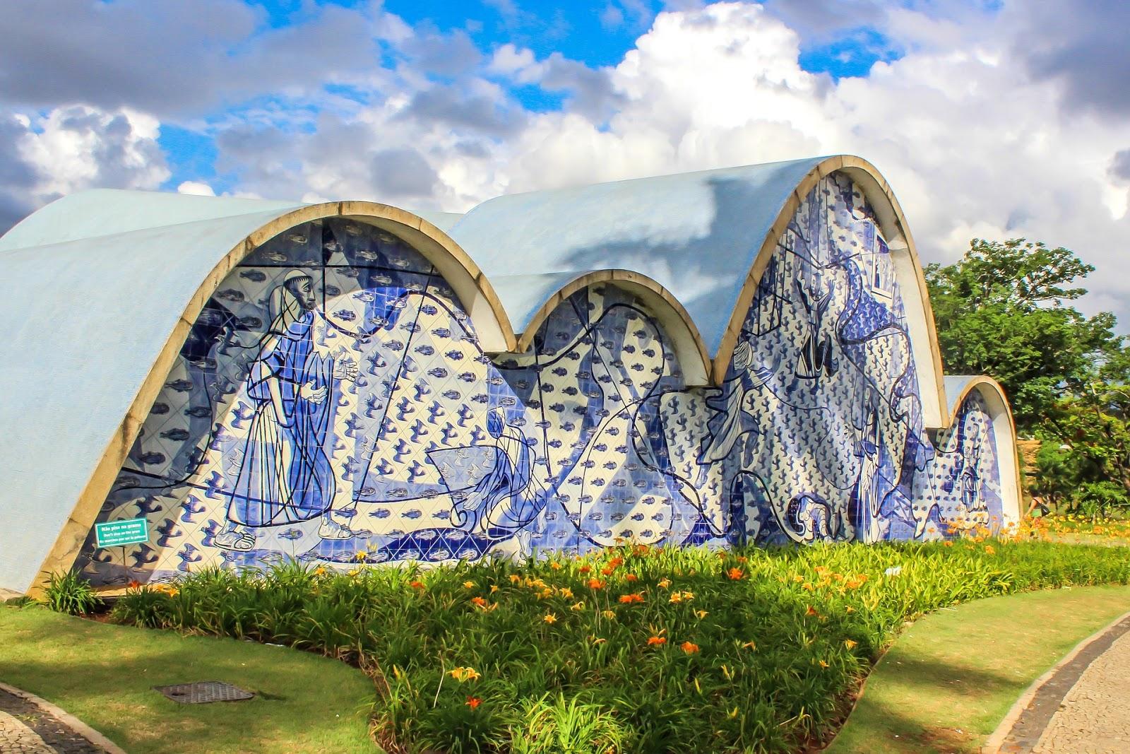 Igreja de São Francisco de Assis na lagoa da Pampulha BH