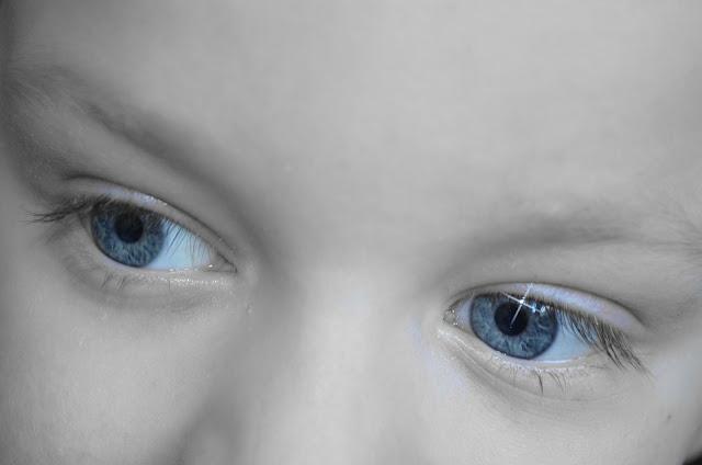 Wie-man-trockene-Augen-loszuwerden-natürlich