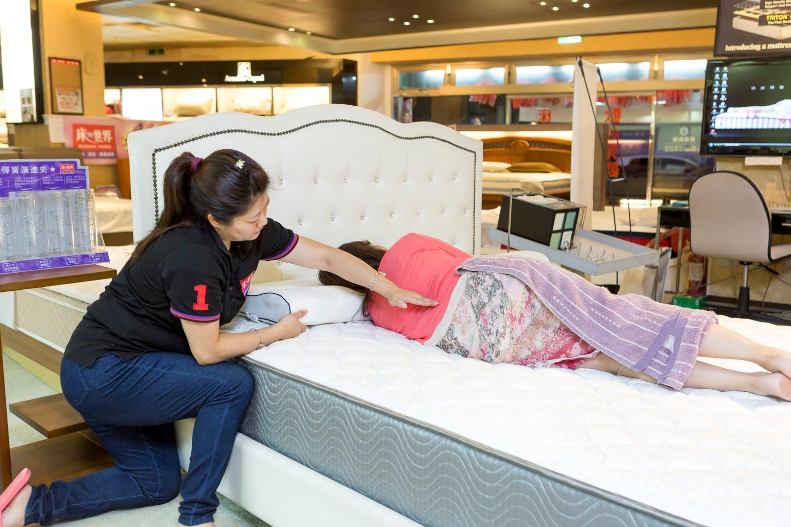Bedding-world_dj%25E7%2590%25A6%25E7%2590%25A6_wwwhostkikicom_%25E8%2584%258A%25E6%25A4%258E%25E8%25A6%2581%25E6%259C%258D%25E8%25B2%25BC.jpg-天天享受睡眠SPA | 席夢思兩萬有找 走一趟床的世界 選張好床吧