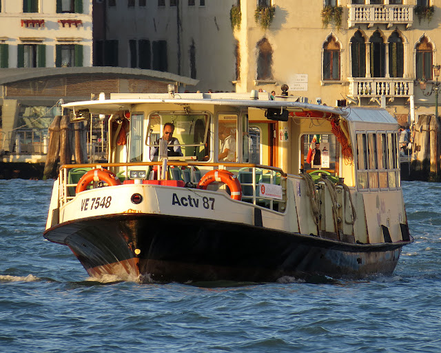 Water bus, vaporetto VE 7548, Grand Canal, Venice