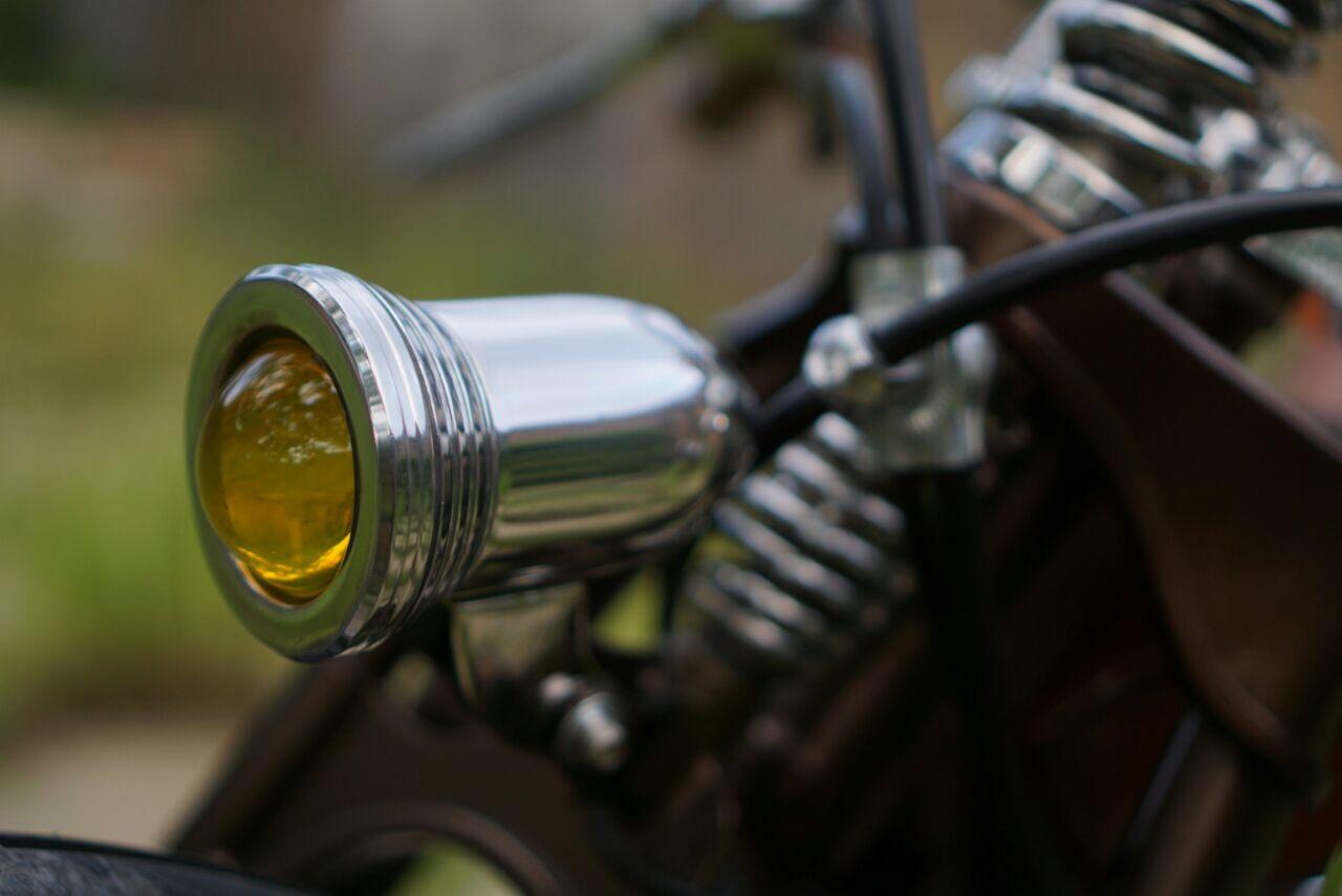 Lampu motor custom klasik