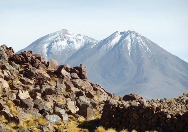 Volcan Misti desde la laguna altiplánica
