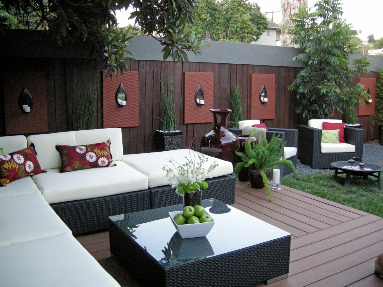 25 Fabulous Courtyard Interior Wall Decorating Ideas