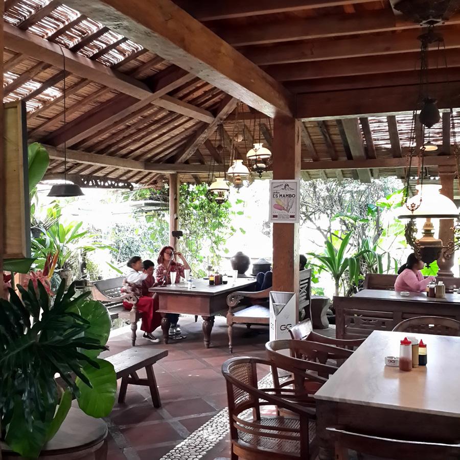 Warung Lela - 5 Tempat Nongkrong di Bandung