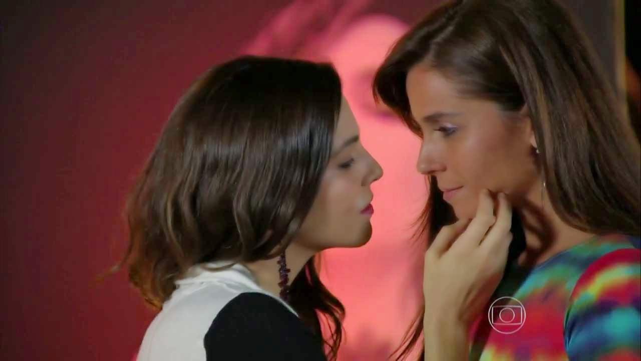 Hypnotised Lesbians 46