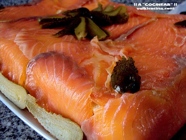 pastel frio de salmon ahumado y pan de molde