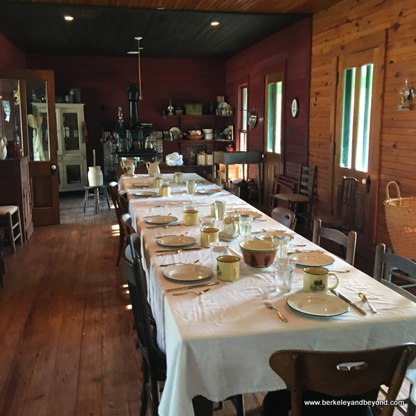 breakfast table at Nash Farm in Grapevine, Texas