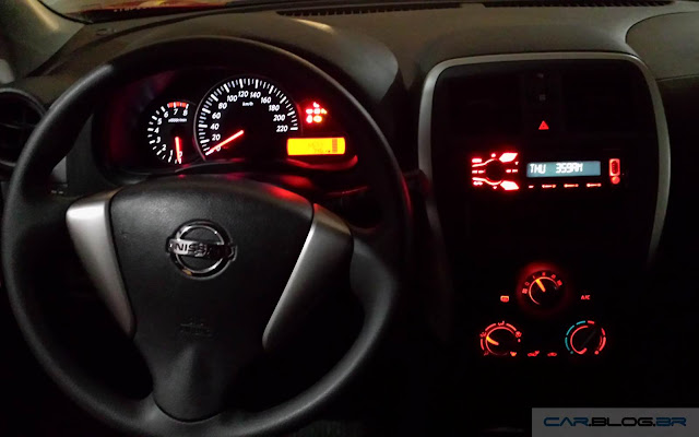 Nissan March 2016 1.0 S - interior - painel
