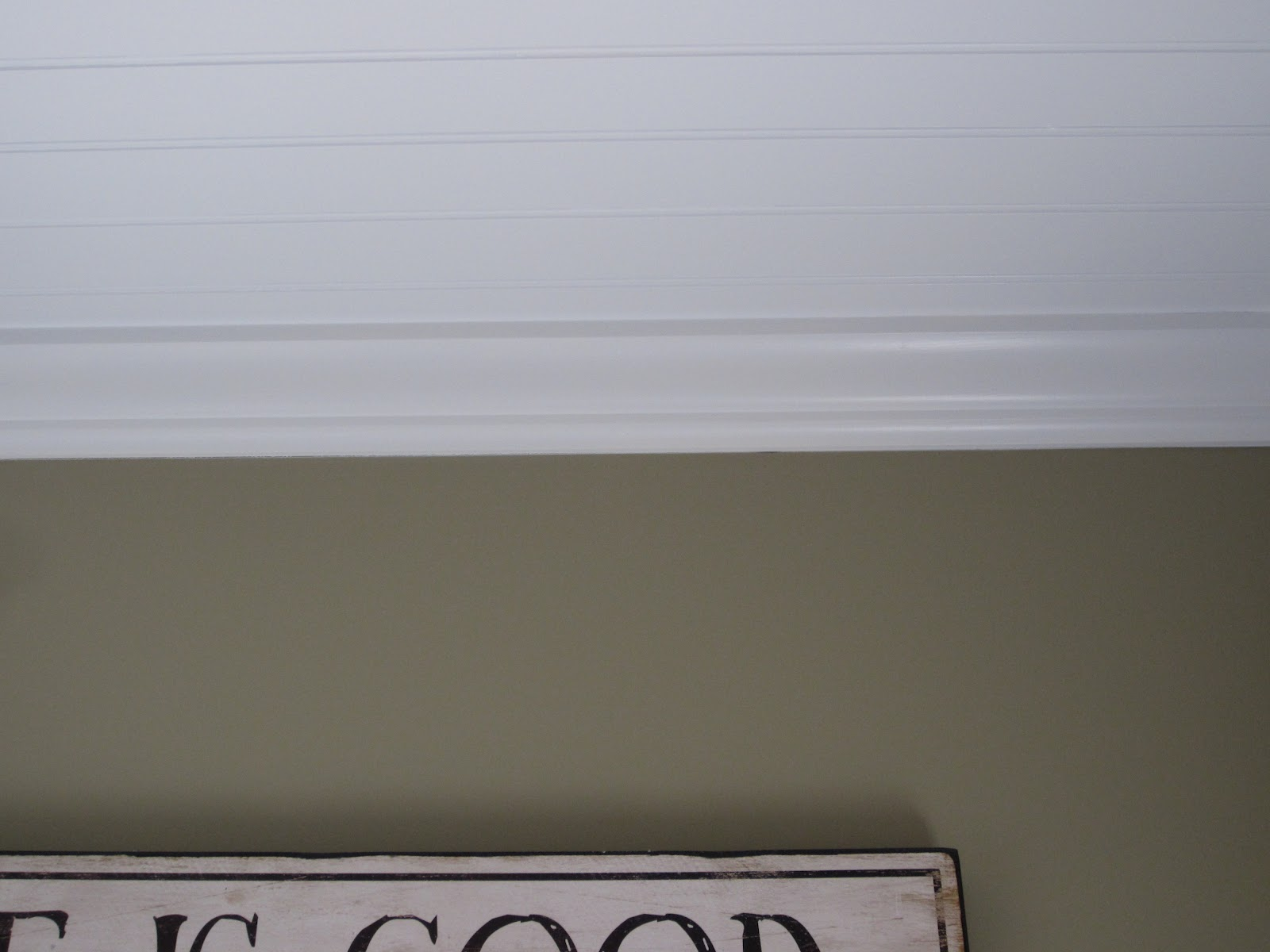White Crown molding - Benjamin Moore Decorator's White