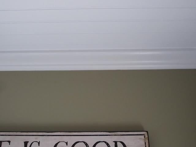 White Crown molding - Benjamin Moore Decorator's White