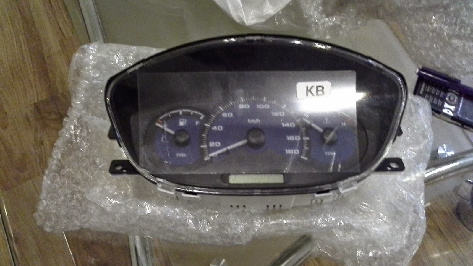 Đồng hồ táp lô xe Spark M20 chính hãng GM