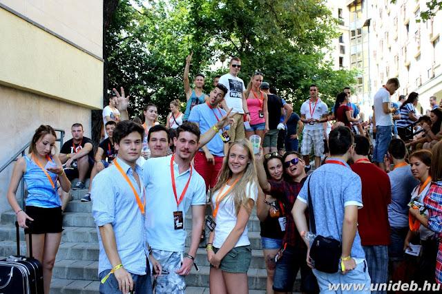Az idei általános felvételi eljárásban 6278 diák nyert felvételt a Debreceni Egyetemre, amivel második az országos rangsorban az intézmény. Alapképzésre 3679, mesterképzésre 1131, osztatlan képzésre 743, felsőoktatási szakképzésre pedig 725 diák került be, állami ösztöndíjasként 5189, önköltségesként 1089 hallgató. Így összességében csaknem harmincezer - köztük több mint négyezer külföldi - hallgató kezdi meg a tanévet szeptemberben.