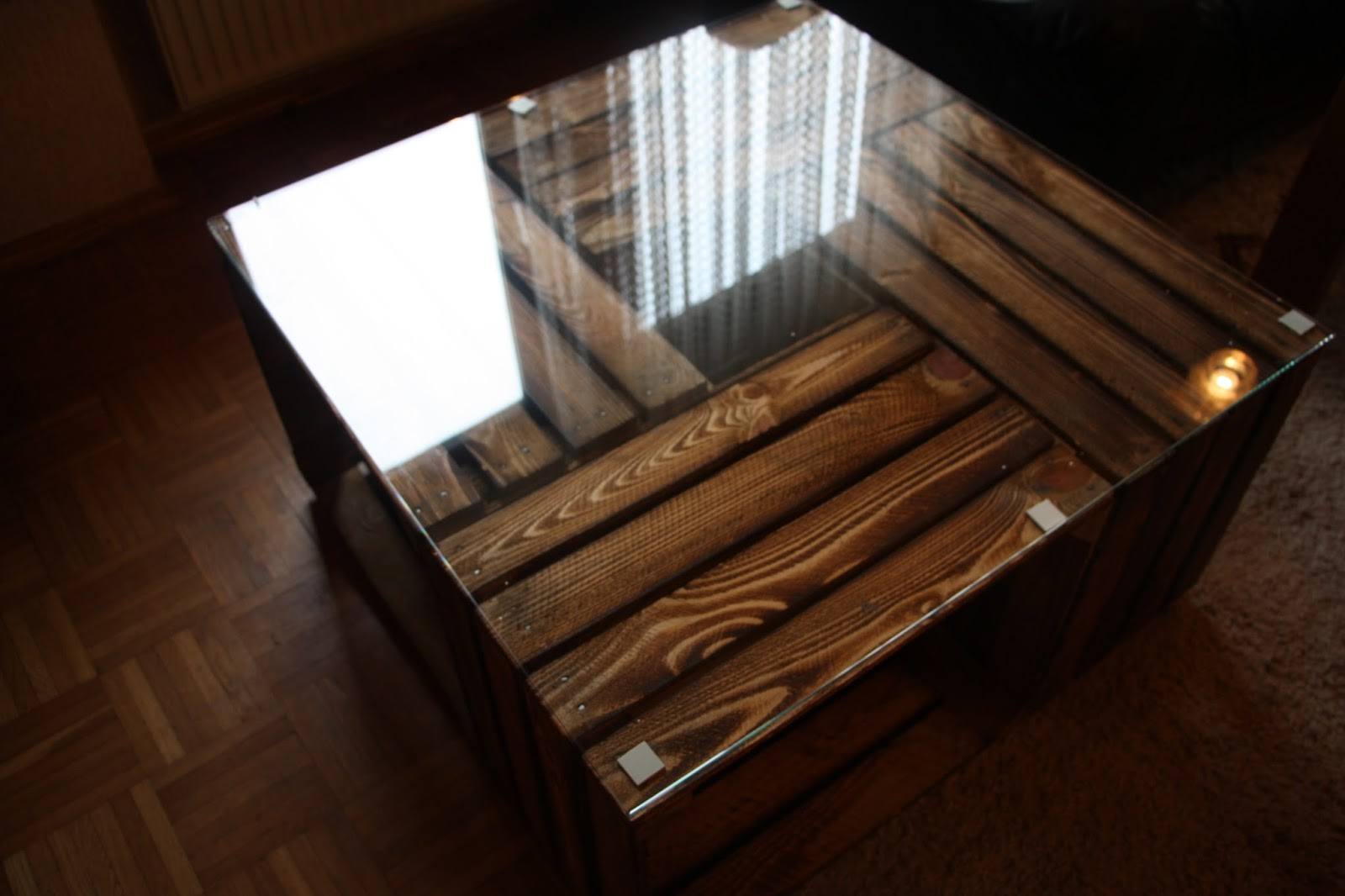 Tisch Aus Kisten – Dekoration Bild Idee
