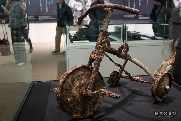 Tricycle carbonisé, Musée du Mémorial de la Paix, Hiroshima