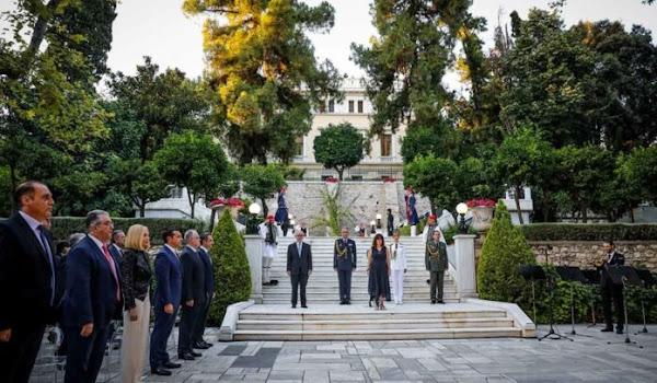 Χωρίς ελληνική σημαία το Προεδρικό Μέγαρο; Απίστευτο κι όμως αληθινό!