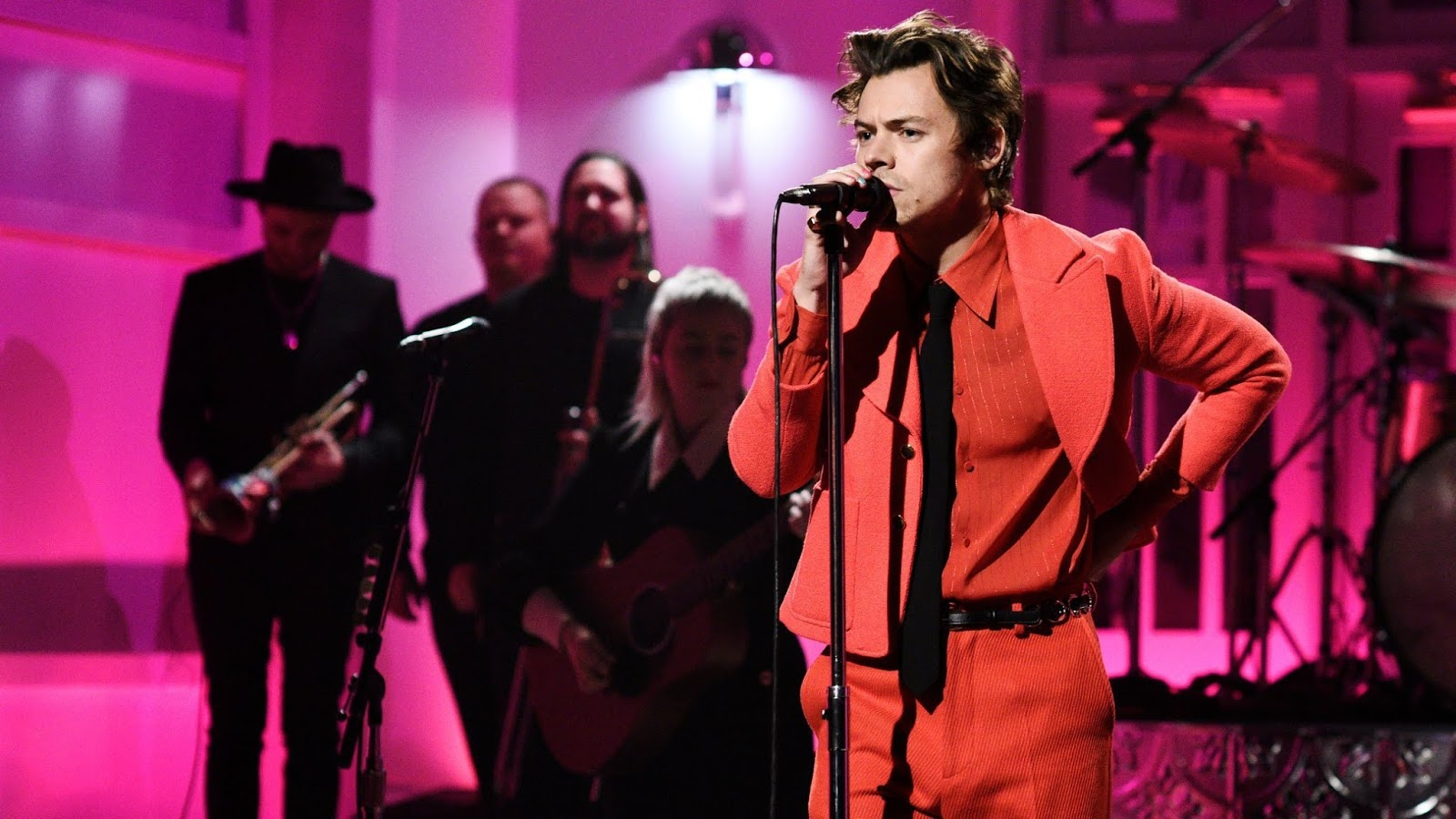 Itsnotyouitsme Blog Dig Out Harry Styles As He Deliciously Lights
