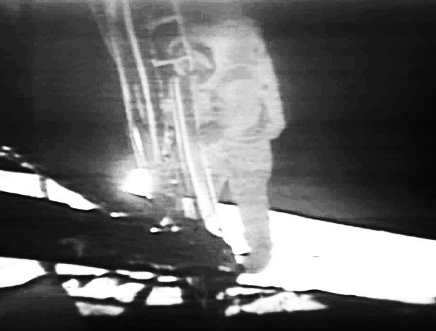 neil armstrong stepping on the moon - photo #25