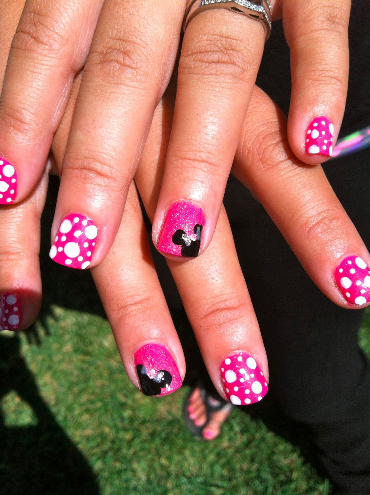 Coco Bean Inspirations: Minnie Mouse Nail Art