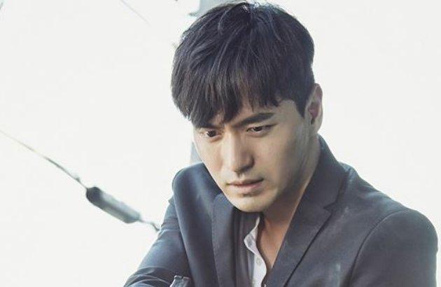 Pose Keren Lee Jin Wook