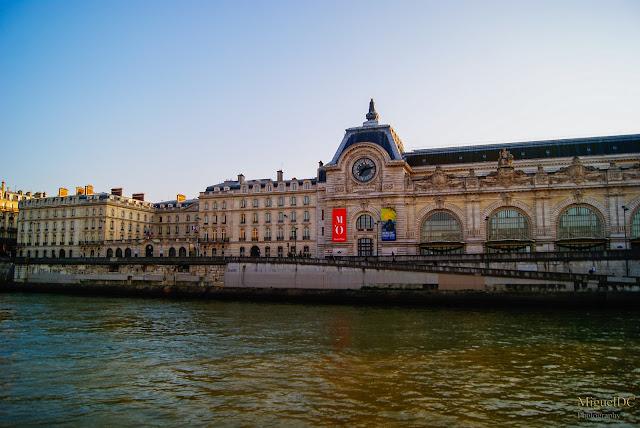 Paseo por barcaza río Sena, museo de louvre