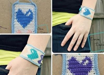 Brazalete Heidi tapestry corazones a crochet