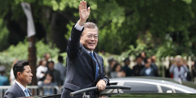 Image Attribute: South Korean President Moon Jae-in waves as he leaves the National Cemetery after inaugural ceremony in Seoul, South Korea, May 10, 2017.Yonhap via REUTERS