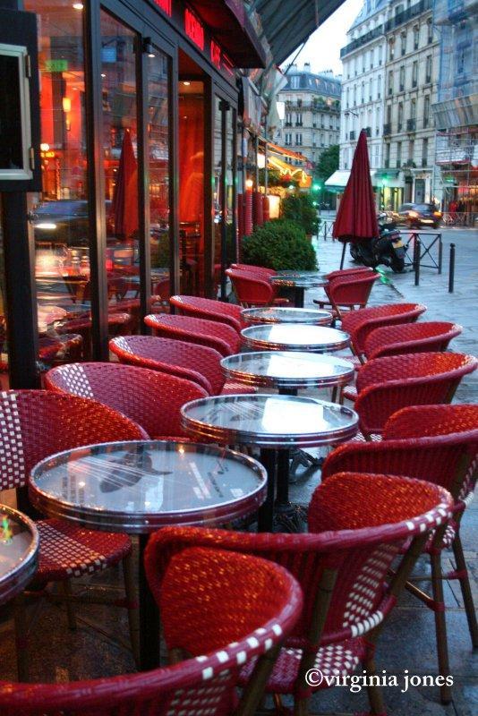 paris through my lens paris rouge les chaises. Black Bedroom Furniture Sets. Home Design Ideas