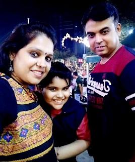 Foto Praneet Sharma dengan Orangtuanya