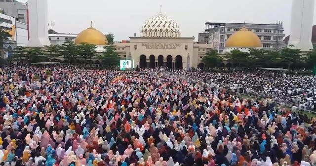 Ustadz Abdul Somad di Alun-Alun Bandung