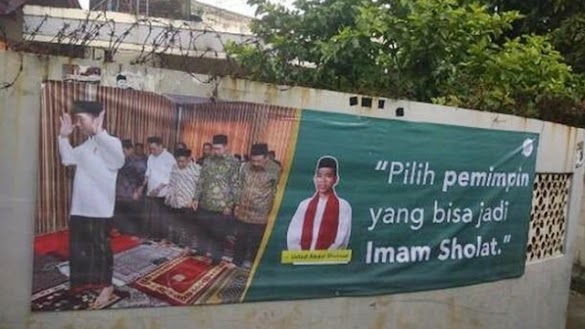 Spanduk Jokowi Catut Ustadz Somad, Warga Langsung Copot